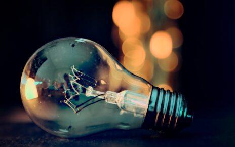 Perioada in care iti poti schimba furnizorul de energie electrica este prelungita de ANRE