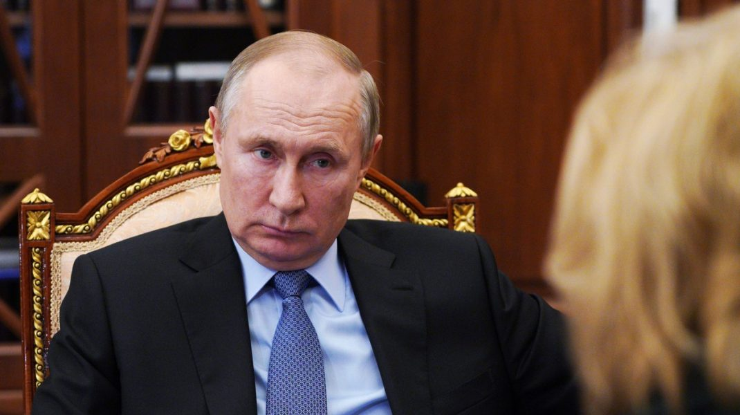 Vladimir Putin sustine ca le va sparge dintii tuturor celor care vor sa ia ceva de la Rusia