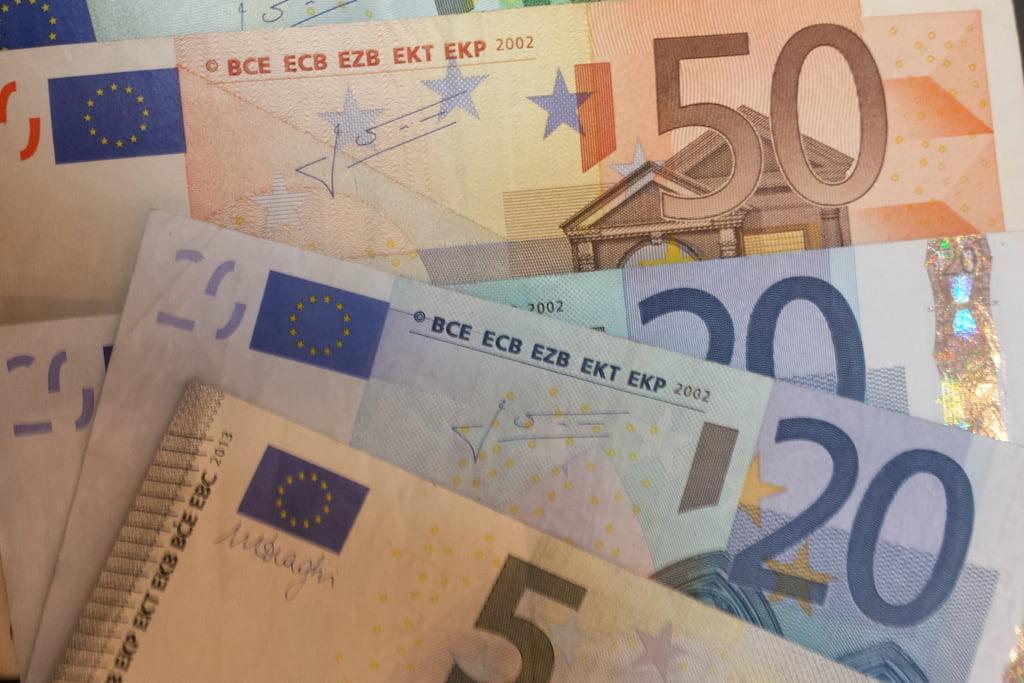 Romanii vor sa treaca la euro. Iata ce implica asta